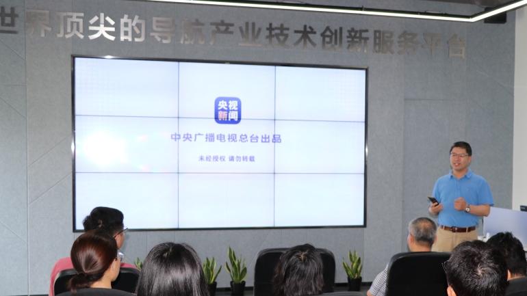 ▲高级副总经理李坚在直播结束后发表感言